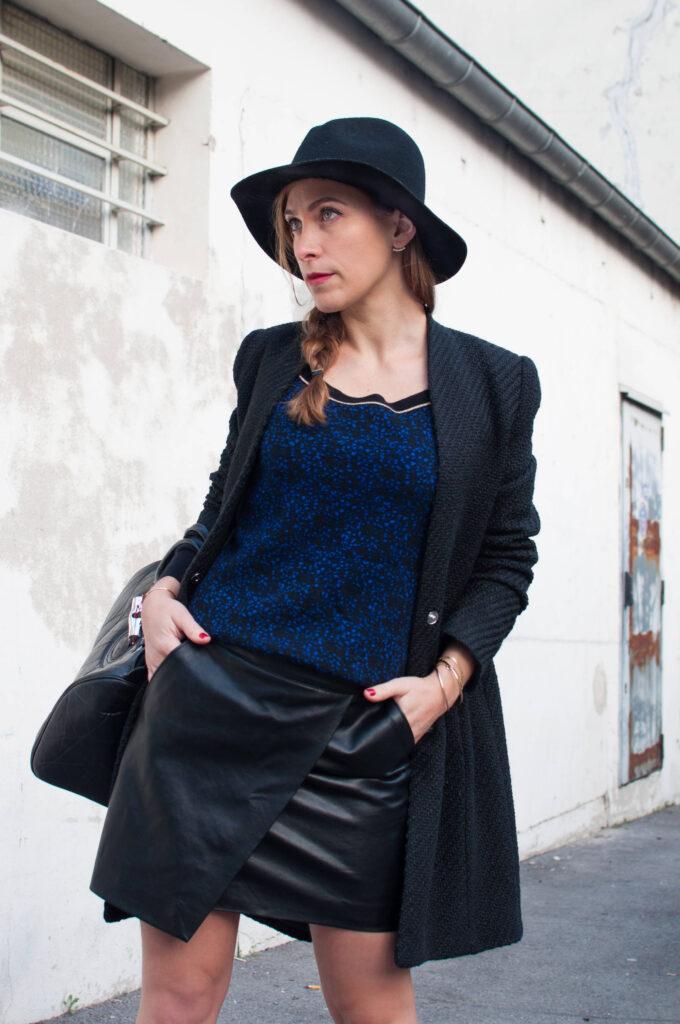 Look femme chapeau noir et manteau noir - Soyons élégantes