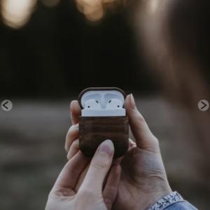 cadeau eco responsable étui Airpods en bois